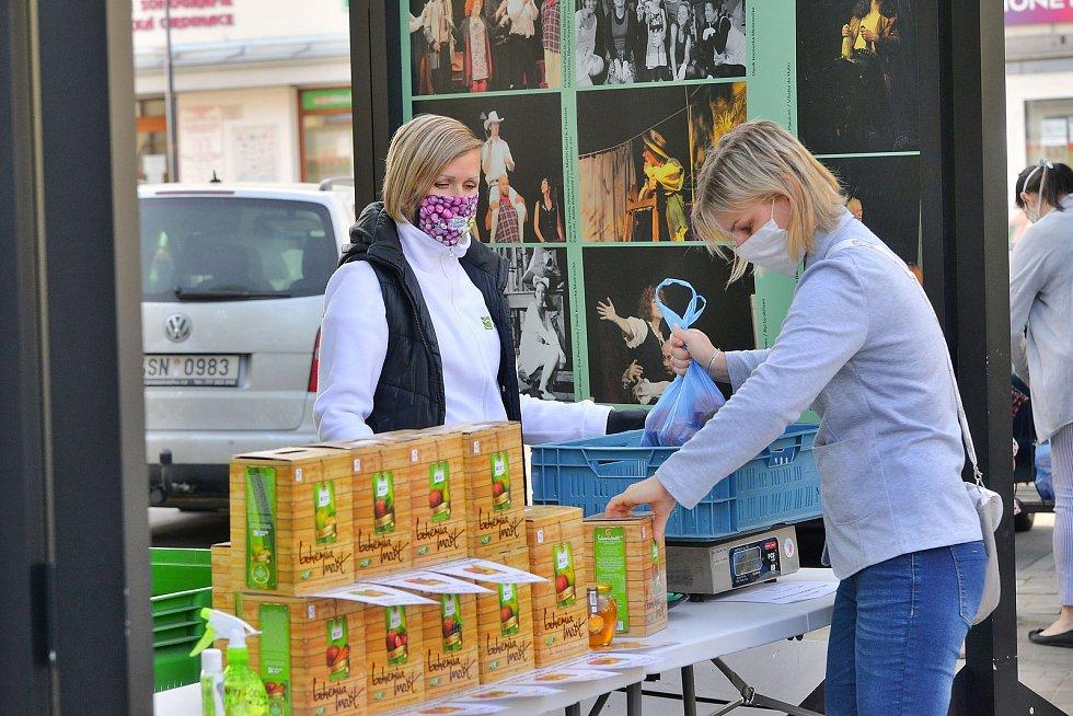 Z farmářských trhů v Benešově.