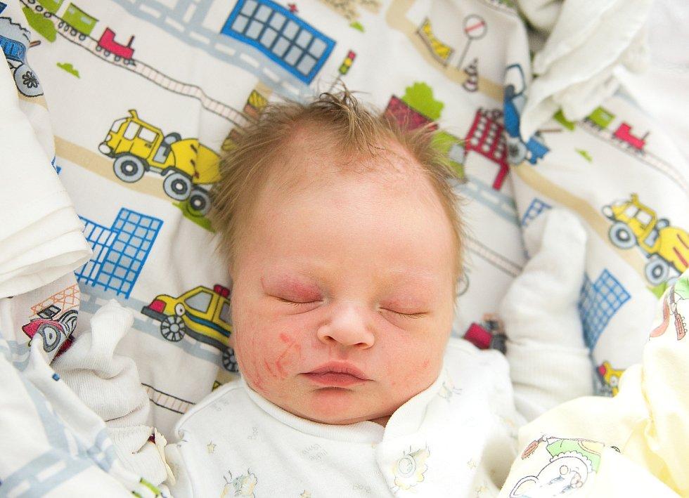 Dominik Donát se narodil v nymburské porodnici 28. dubna 2021 v 21.44 hodin s váhou 3380 g a mírou 48 cm. Ve Slovči bude prvorozený chlapeček vyrůstat s maminkou Veronikou a tatínkem Petrem.