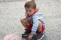 Malování na chodník, které pro děti připravily sázavské Woskovky.