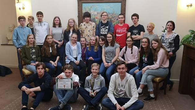 Studenti kvarty benešovského gymnázia vyhráli národní kolo mezinárodní soutěže Europian Money Quiz.