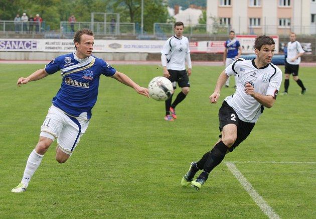 Jiří Petrů (v bílém) zápas v Ústí rozhodl a velkým dílem přispěl k záchraně Vlašimi.