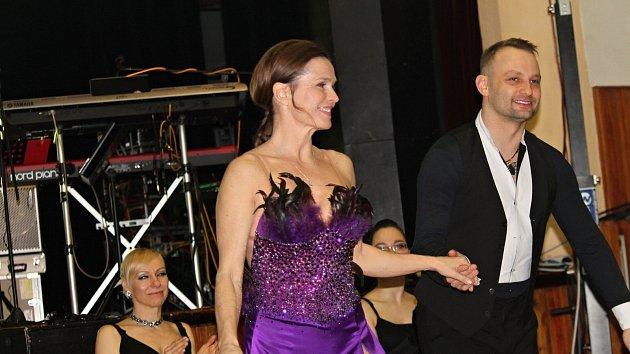 Olga Šípková a Marek Dědík zatančili na votickém plese
