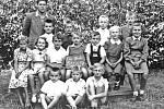 Žáci ze sedmí třídy Základní školy v Krňanech v roce 1953.