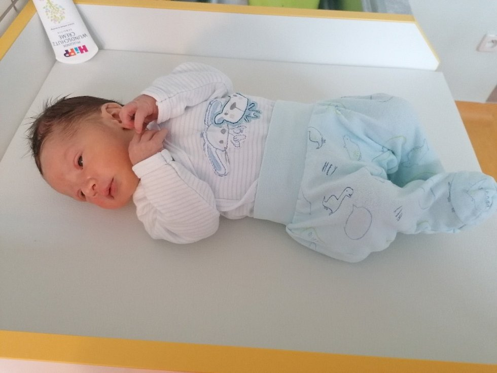 Matěj Valer se narodil 22. března v porodnici Slaný. Po porodu vážil 2940 g a měřil 48 cm. Se šťastnými rodiči Martinem a Hanou Valerovými bude bydlet v Uhách.