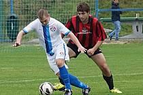 Votický Marek Štork (vpředu) dělal cerhovické obraně velké problémy a dvěma góly přispěl k výhře 4:0.