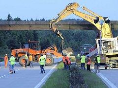 Uzavírka dálnice D1 mezi Šternovem a Psáři potrvá celý víkend.
