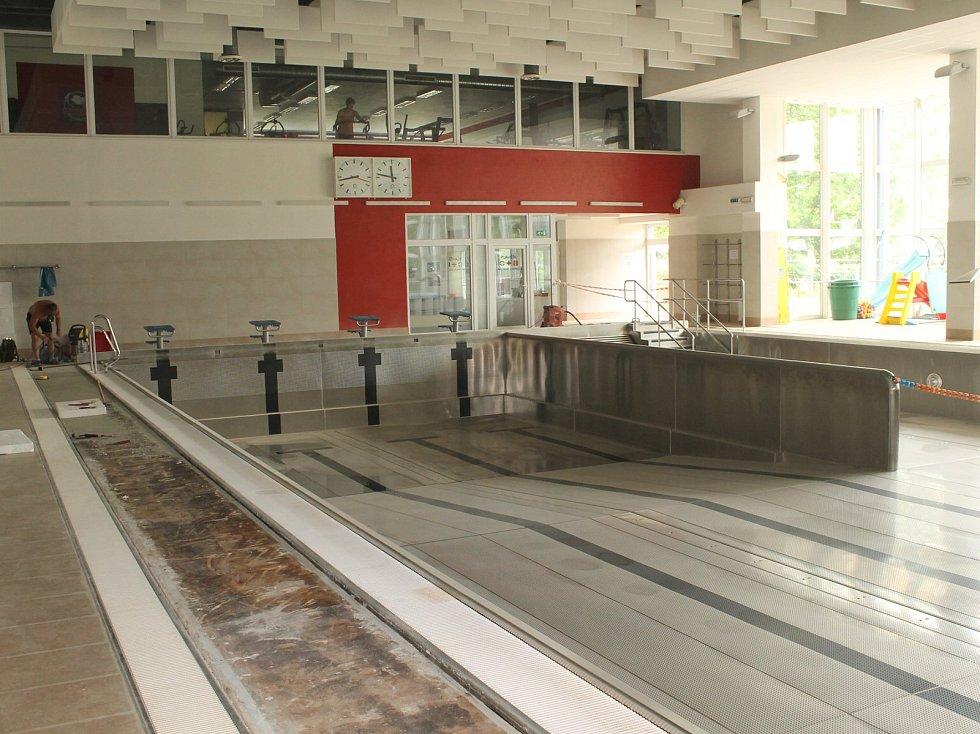 Rekonstrukce krytého bazénu, objektu ve správě Městských sportovních zařízení Benešov je naštěstí už i pro plavce, minulostí.