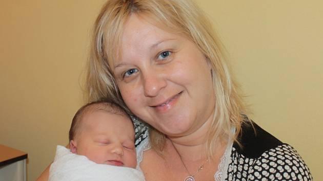Manželé Veronika a Martin Makovičkovi se 14. února v 10 hodin dopoledne stali rodiči malé Lucie. Sestřičky v porodnici jí navážily 2,82 kilogramu a naměřily 46 centimetrů. Doma v Jesenici má brášku Petra (4).
