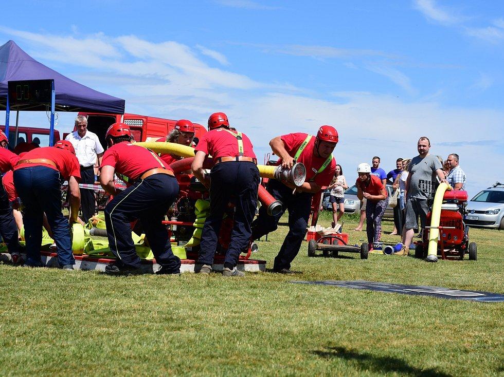 Z oslav 105. výročí založení Sboru dobrovolných hasičů v Dubějovicích.