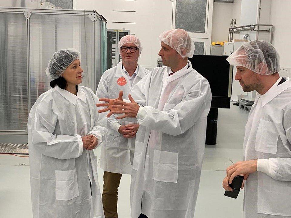 Výzkumná centra zaměřená na laserovou techniku ELI Beamlines a HiLASE v Dolních Břežanech na Praze-západ navštívila Věra Jourová.