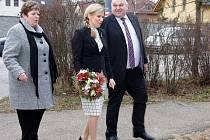 Návštěva ministryně školství a středočeského hejtmana ve školském areálu v Černoleské ulici.