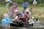 Ze soutěže Vranovský plaváček na rybníku Drhlavák ve Vranově.