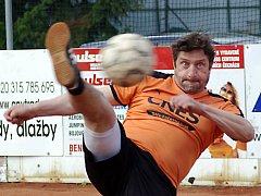 Premiéru v nohejbalové extralize si odbyl i Michal Pacovský, zkušená opora B družstva Šacungu Benešov.