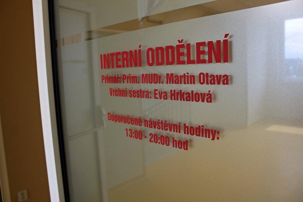 Ze slavnostního otevření zrekonstruované interny ve čtvrtém patře panelového pavilonu v Nemocnice Rudolfa a Stefanie v Benešově.