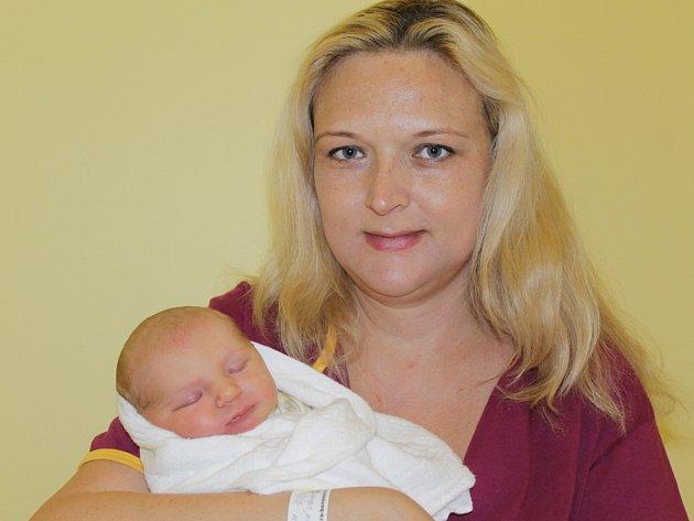 Malá Helena se narodila 27. dubna v 17.10. Sestřičky jí navážily 3,61 kilogramu a naměřily 51 centimetrů. Radost z prvorozené dcery mají rodiče Libuše a Jan Šimánkovi z Javorníku u Čtyřkol.