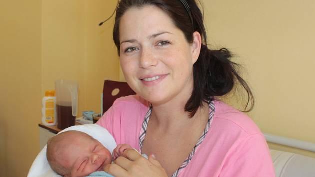 Malý Ondřej se narodil 16. září v 10.03. Na svět přišel s váhou 3 kilogramy a mírou 50 centimetrů. Z prvorozeného syna se radují rodiče Lenka a Ladislav Strakovi z Čerčan.