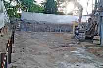 Budování tělocvičny u Gymnázia Benešov.