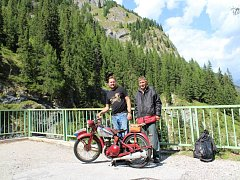 Louňovická partička se svými jednostopými stroji vyjela do italských Dolomit.