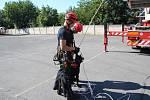 Ze společného cvičení hasičů a kynologů.