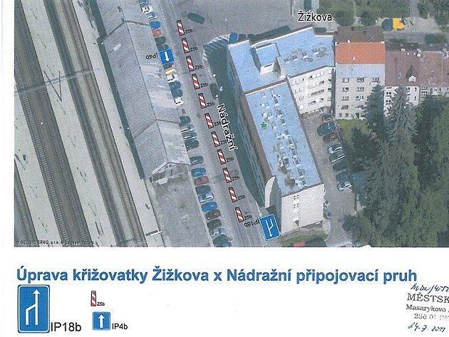 Dopravní opatření v Benešově při víkendové hudební produkci v areálu Táborských kasáren.