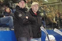 Karel Dýcka (vlevo) byl v sezoně vlašimských Rytířů z pozice asistenta k dispozici trenérům Jeništovi a Horáčkovi (vpravo), ale s týmem do play off neproklouzli.