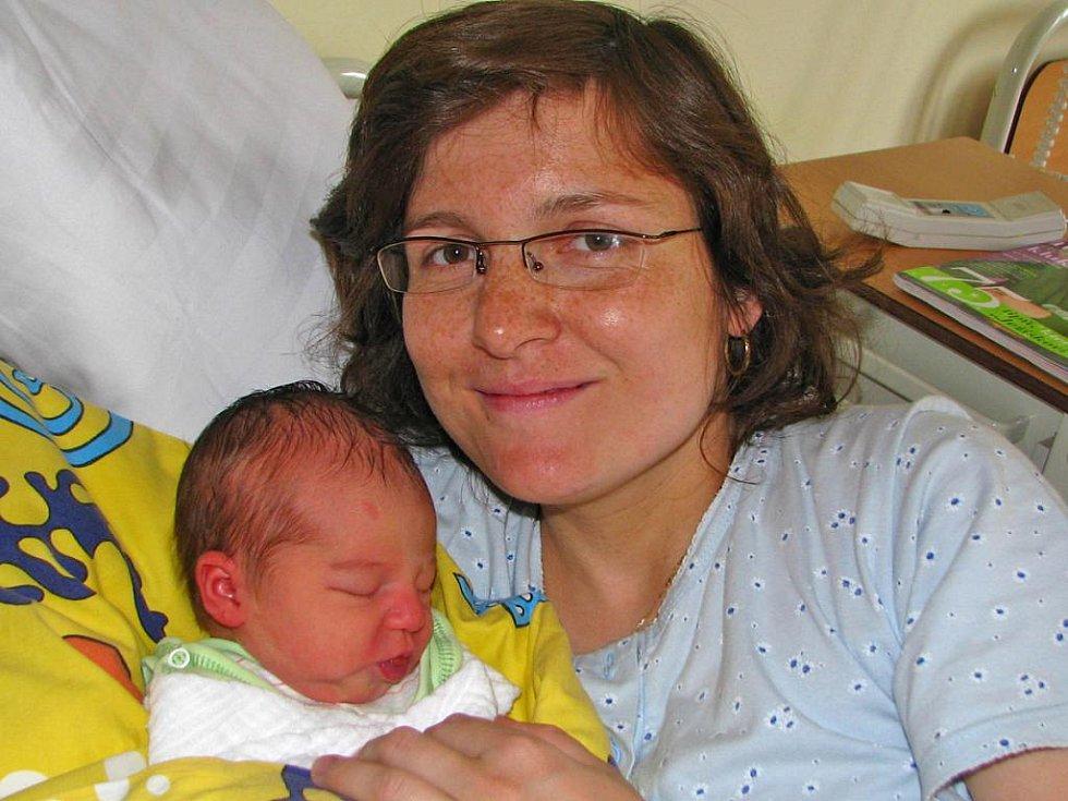 Terezka (3,30 kg, 50 cm) se narodila 1. dubna v osm hodin ráno manželům Blance a Josefovi Štemberkovým. Doma v Nedrahovicích na Příbramsku už jistě chystá postýlku setřička Lucinka.