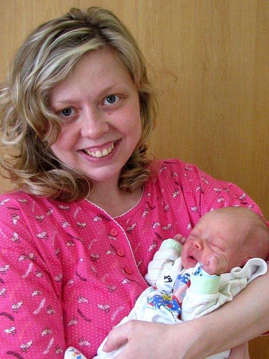 Rodiče, Eva Mercelová a Ondřej Benda z Vlašimi, se nemohou od 29. března od  čtvrt na šest ráno vynadívat na svého synka Vojtěcha, který se narodil s porodní váhou 3 kg a mírou 49 cm.