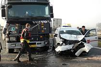 Smrtelná nehoda zablokovala na hodinu dálnici.