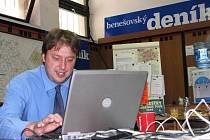 Petr Ballek v redakci Benešovského deníku při on-line rozhovoru