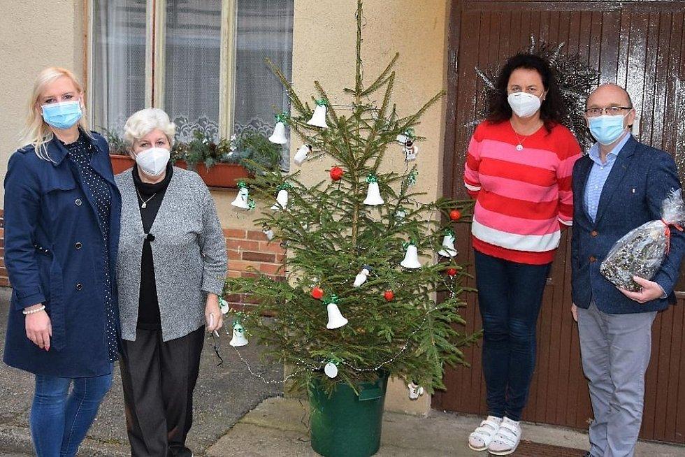 Z předání 'krajských' vánočních dárků v Dětském domově Racek v Benešově.