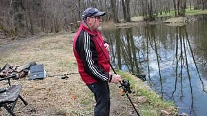 Sportovní rybolov na Konopišťském potoce.
