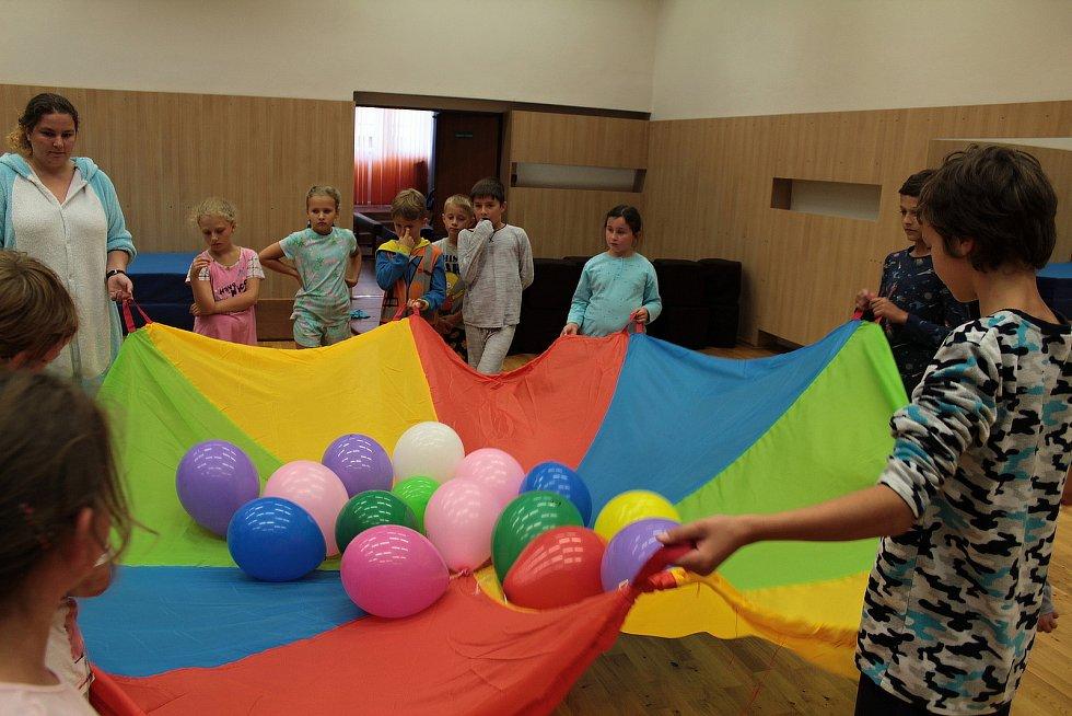 Den naruby v Domě dětí a mládeže Benešov.
