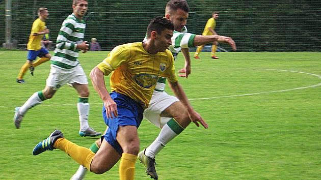 Alžířan Bourenane Faouzi (ve žlutém) vsítil první gól Poříčí.