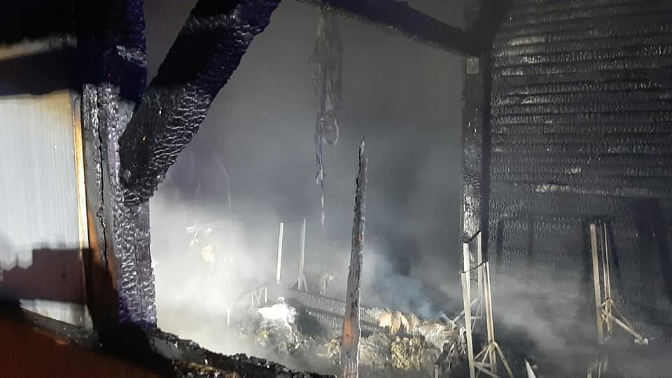 Z požáru přístřešku ve Vlašimi.