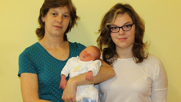 Adam se narodil Martě a Tomáši Voseckým 12. listopadu 2018 v 11.55 hodin. Po porodu vážil 2660 gramů a měřil 48 centimetrů. Doma v Otradovicích na něj čekají sourozenci Adélka, Tomík a Dominik.