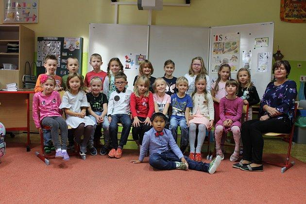 Prvňáčci z1.B ze základní školy Bystřice střídní učitelkou Milenou Gruberovou ve školním roce 2019/2020.