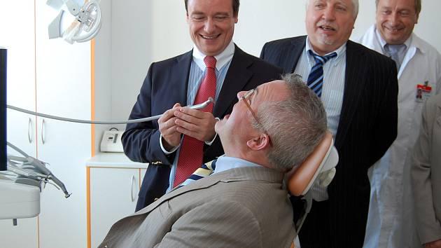 V roce 2009 benešovské zubní oddělení otvíral sám tehdejší hejtman David Rath a radní pro zdravotnictví Zdeněk Seidl