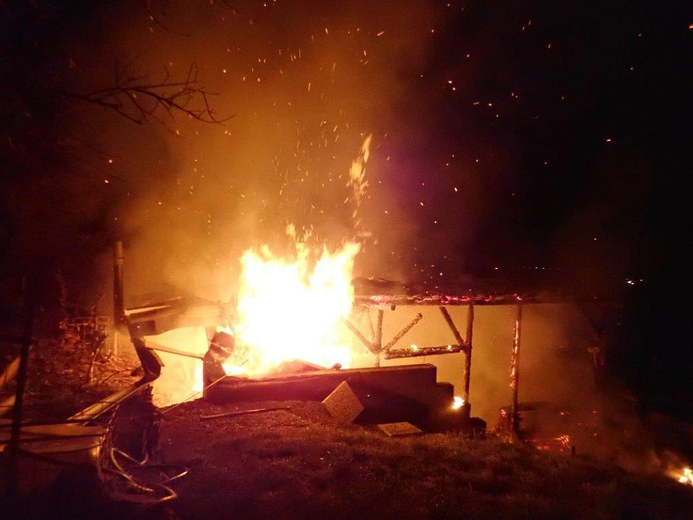 Největší požár, který hasiči zaznamenali, byl v Berouně, kde byla ohněm zachvácena celá pergola o půdorysu 6x4 metry.