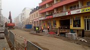 Práce v Tyršově ulici v Benešově se sice nezastavily, ale jejich původní harmonogram neplatí.