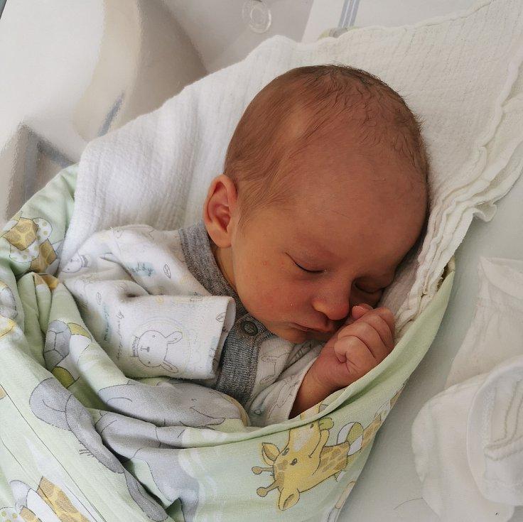 Jiří Petrus se narodil 29.3.2021 v 21:39 v příbramské porodnici. Po porodu vážil 3270 g a měřil 51 cm. S maminkou Lucií a tatínkem Jiřím bude bydlet v Obořišti.
