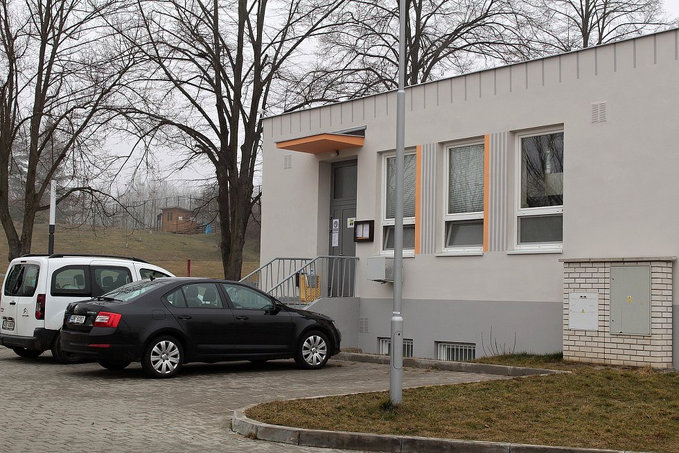 Školní jídelna v Týnci nad Sázavou v Komenského ulici.