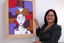 Gilda Solis vystavuje v budově polikliniky.