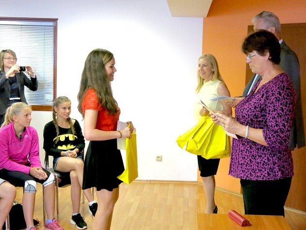 Vedení Benešova ocenilo úspěšné školáky.