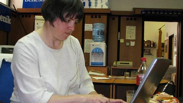 Dagmar Křížková při on-line rozhovoru v redakci Benešovského deníku