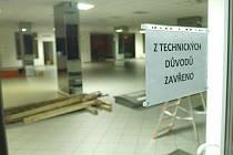 Prostory pro podnikání, jako ten  po autosalonu v Benešově, jsou k mání.