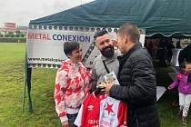 V rámci zápasu Letní ligy proběhla v Benešově charitativní aukce dresu Milana Škody.
