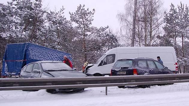 Hromadná nehoda na dálnici.