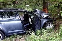 V katastru obce Krhanice sjel osobní automobil mimo komunikaci, kde následně narazil do stromu.