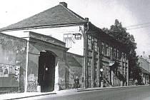 Restaurace Na Koruně ve Vlašimské ulici čp. 59 v Benešově zachycená v roce 1959.