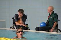 Soutěžní plavání v kladrubském bazénu.